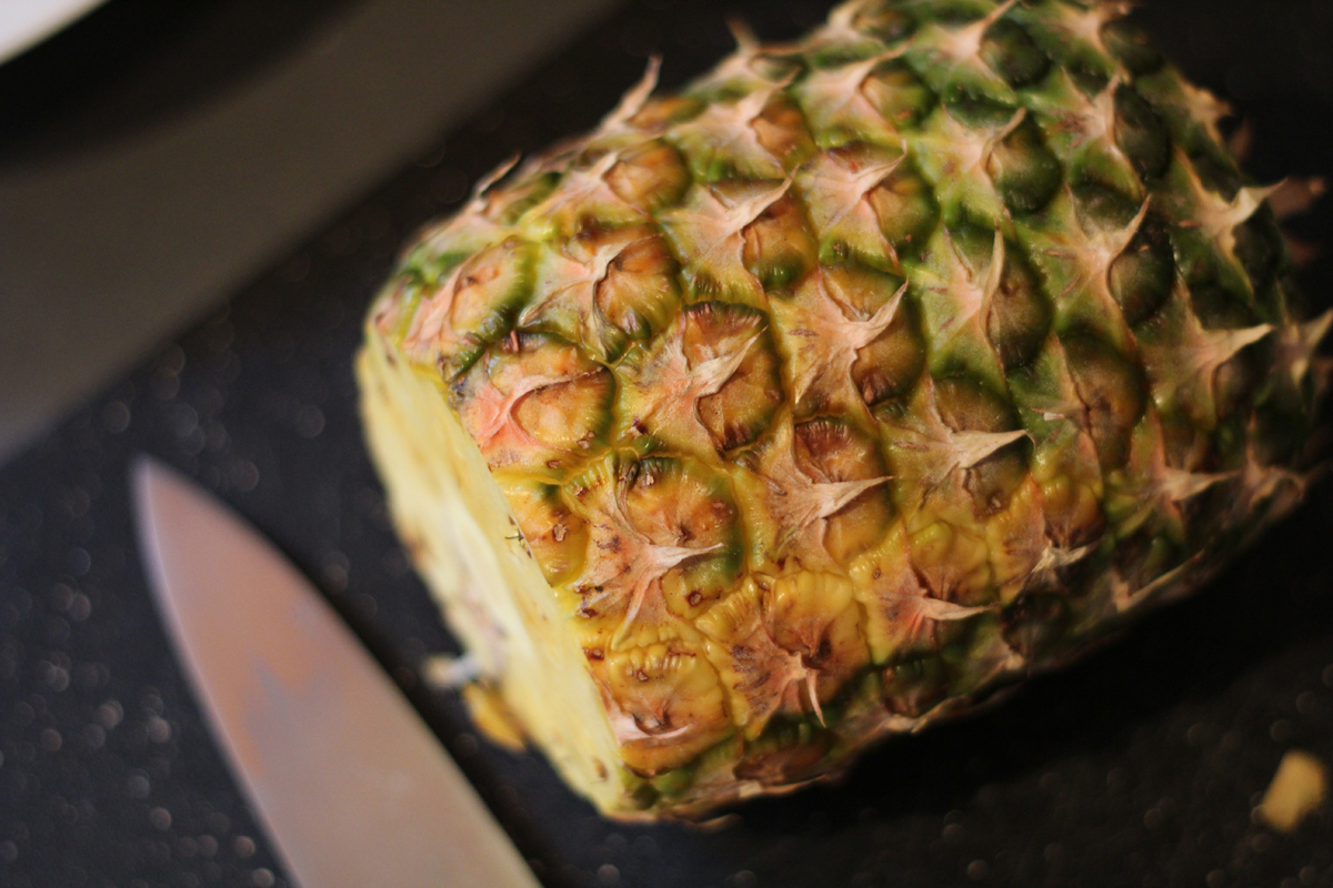 how to properly cut a whole pineapple